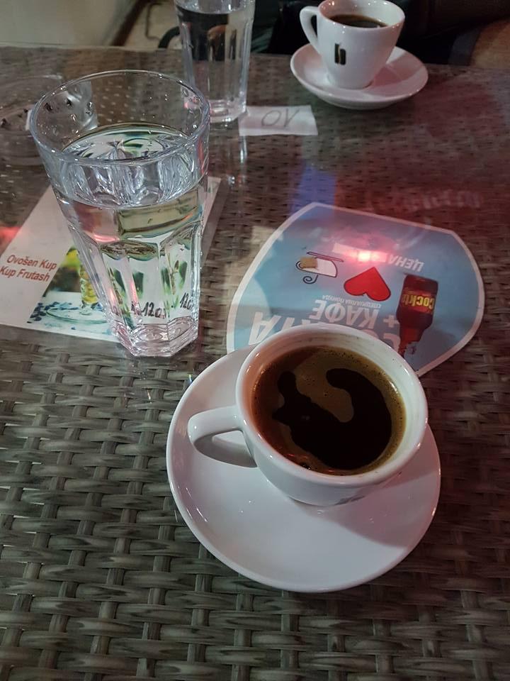 Kafe Bond'da Büyük Fincanla Türk kahvesi