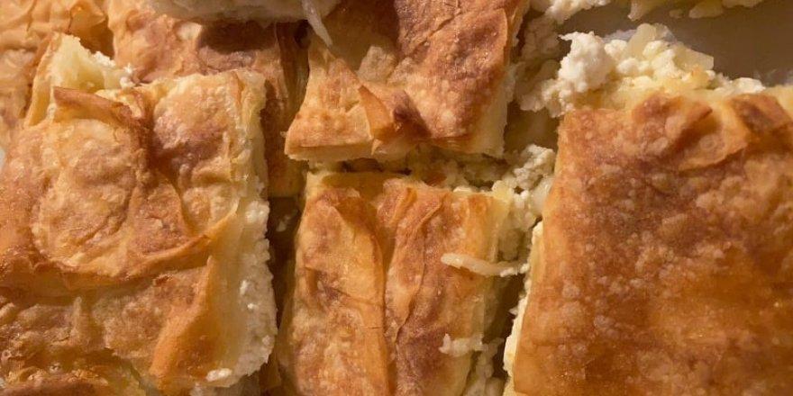 İçi Yumuşacık dışı çıtır çıtır yerken tel tel dökülen sodalı börek tarifi! Böreğin püf noktası...