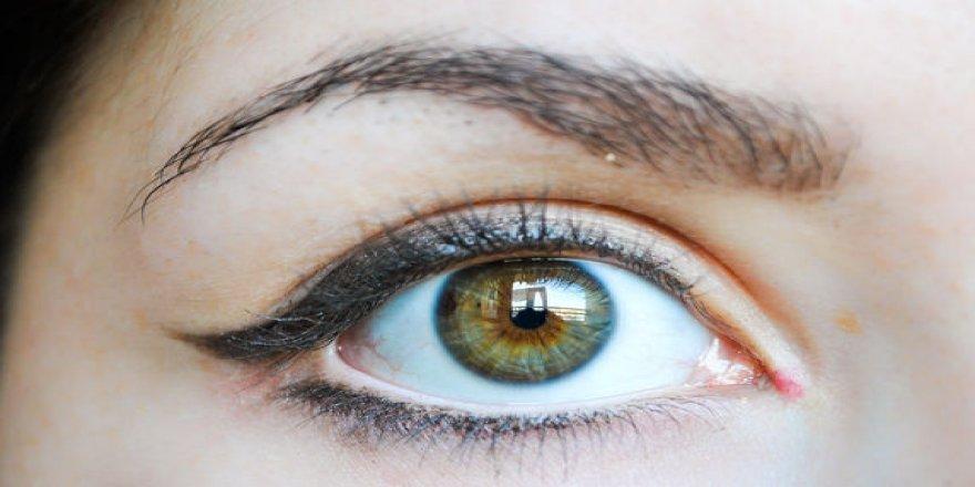 Gözleri çekik gösterme sırları. İşte gözleri çekik gösteren göz makyajı…