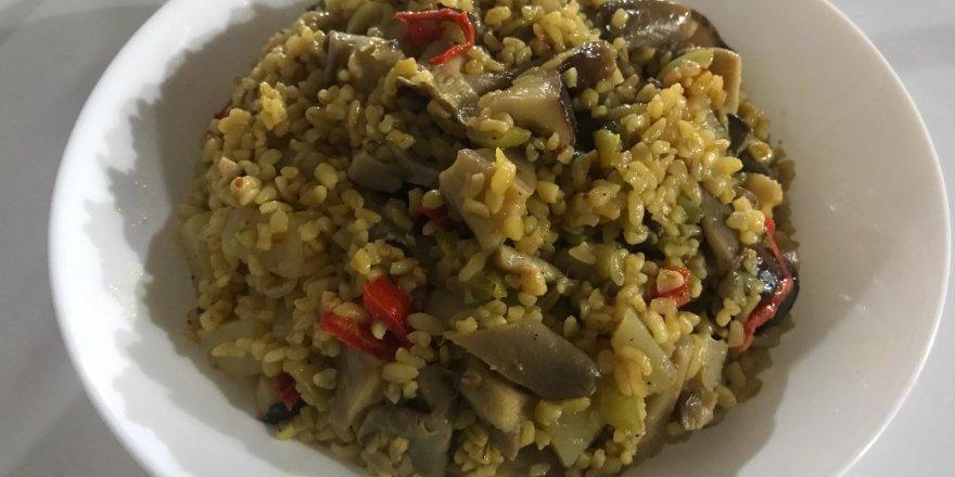 Bugün ne pişirsem diyenlere bütün malzemelerin bir arada olduğu eşsiz Mantarlı Pilav tarifi!