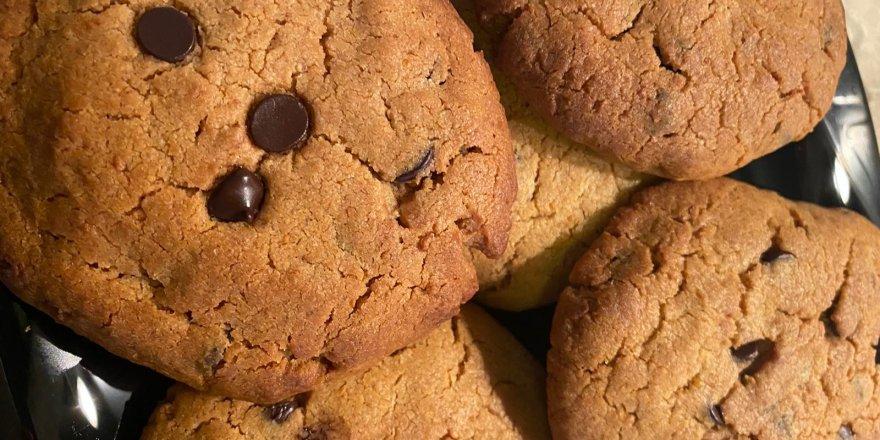 Bugün ne pişirsem diyenlere yapımı çok basit Ağızda dağılan damla çikolatalı kurabiye tarifi