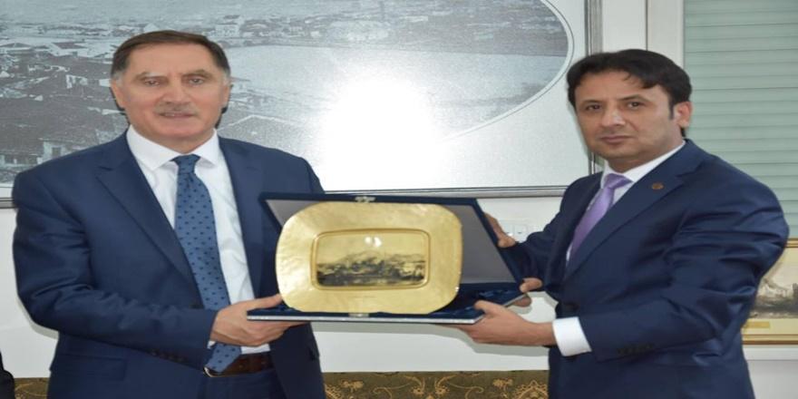 Şeref Malkoç'dan Üsküp Yunus Emre Enstitüsü'ne ziyaret